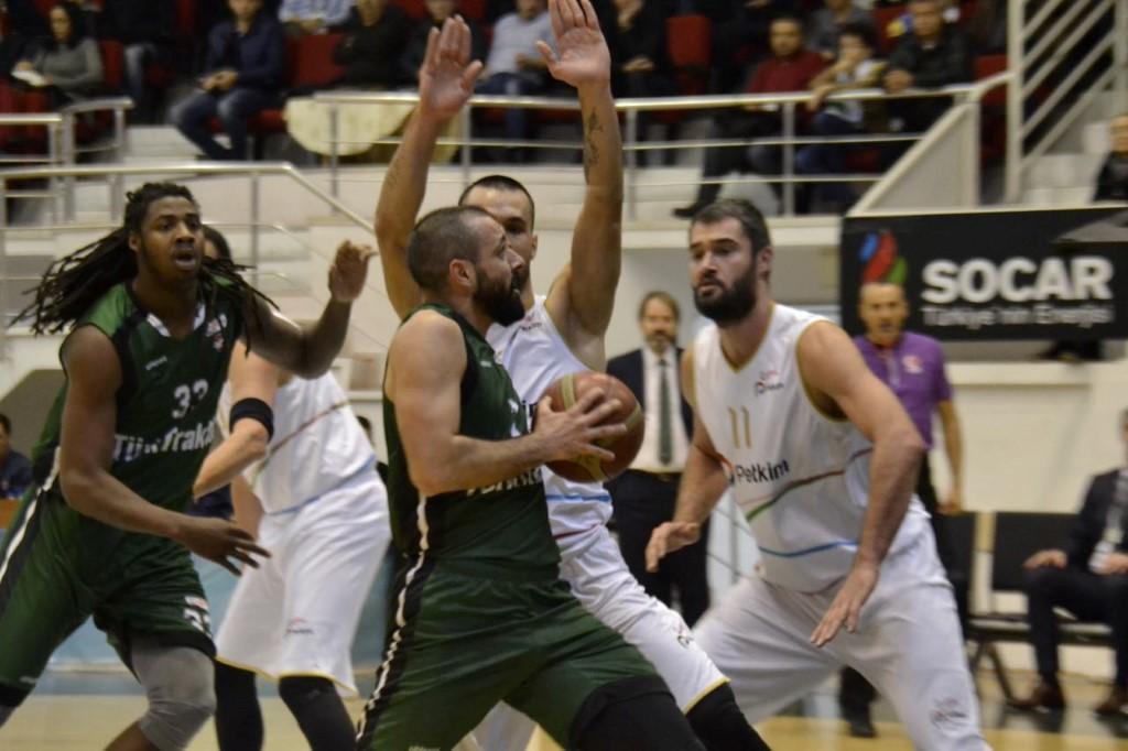 Dev Adamlar İzmir'de mağlup oldu