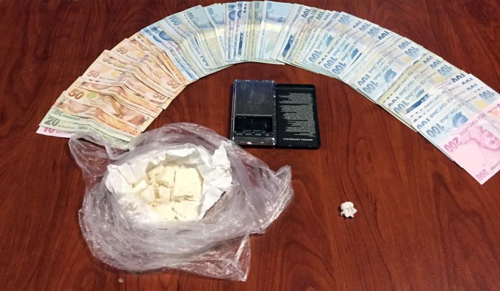 Adam öldürme suçundan aranıyordu kokainle yakalandı