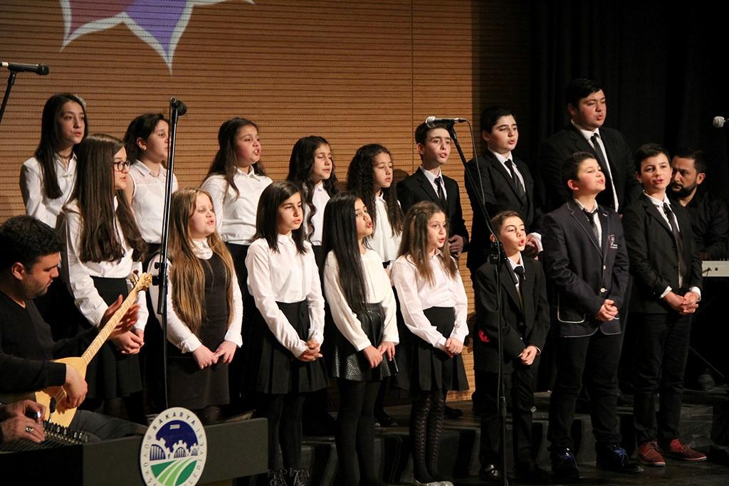 Çocuk korosundan büyüleyici performans