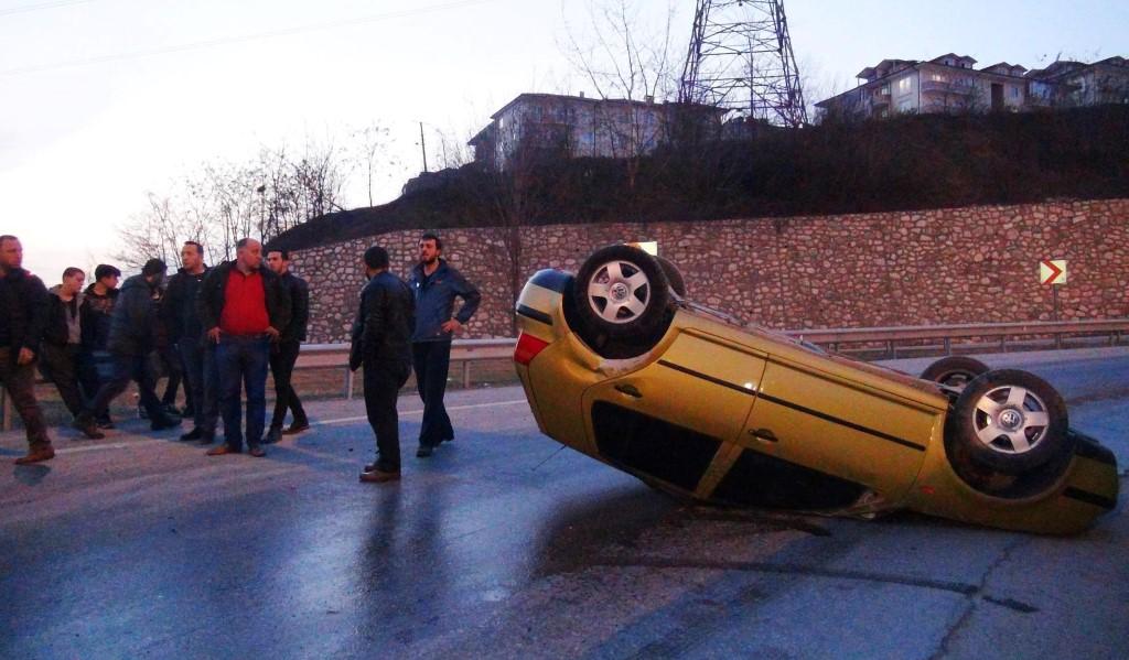 Sakarya'da otomobil takla attı: 2 yaralı