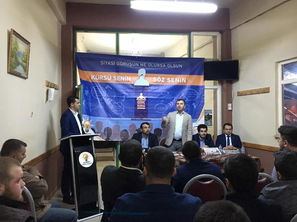 Gençlerin Kürsüsü Şimdi de Serdivan'da Kuruldu