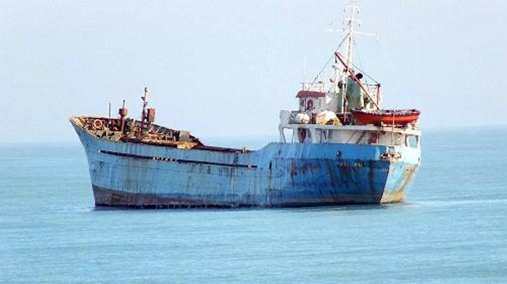 Karasu sahilinde demir atan geminin sırrı ortaya çıktı!