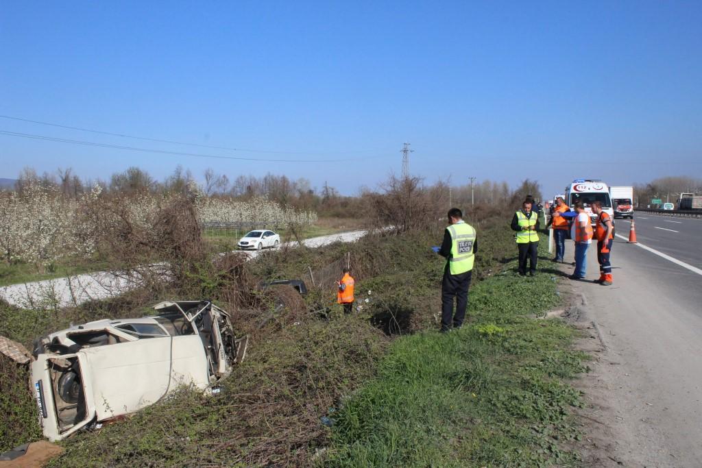 TEM'de 2 araç şarampole uçtu: 7 yaralı!