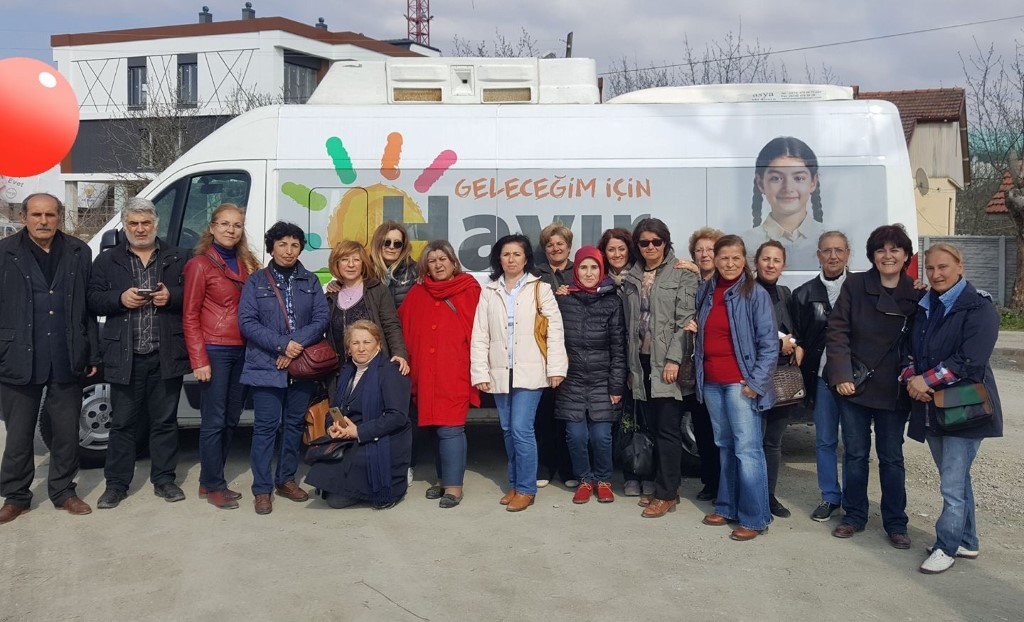 """CHP Kadın Kolları Serdivan'da """"Hayır"""" için kapı kapı dolaştı"""