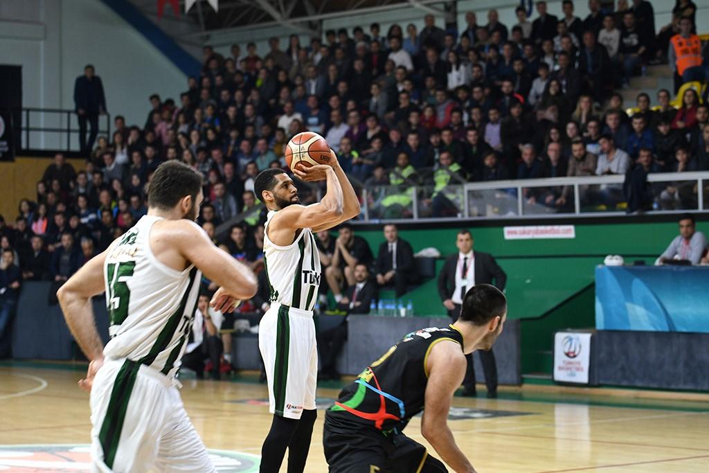 Büyükşehir Basket lider bitirdi