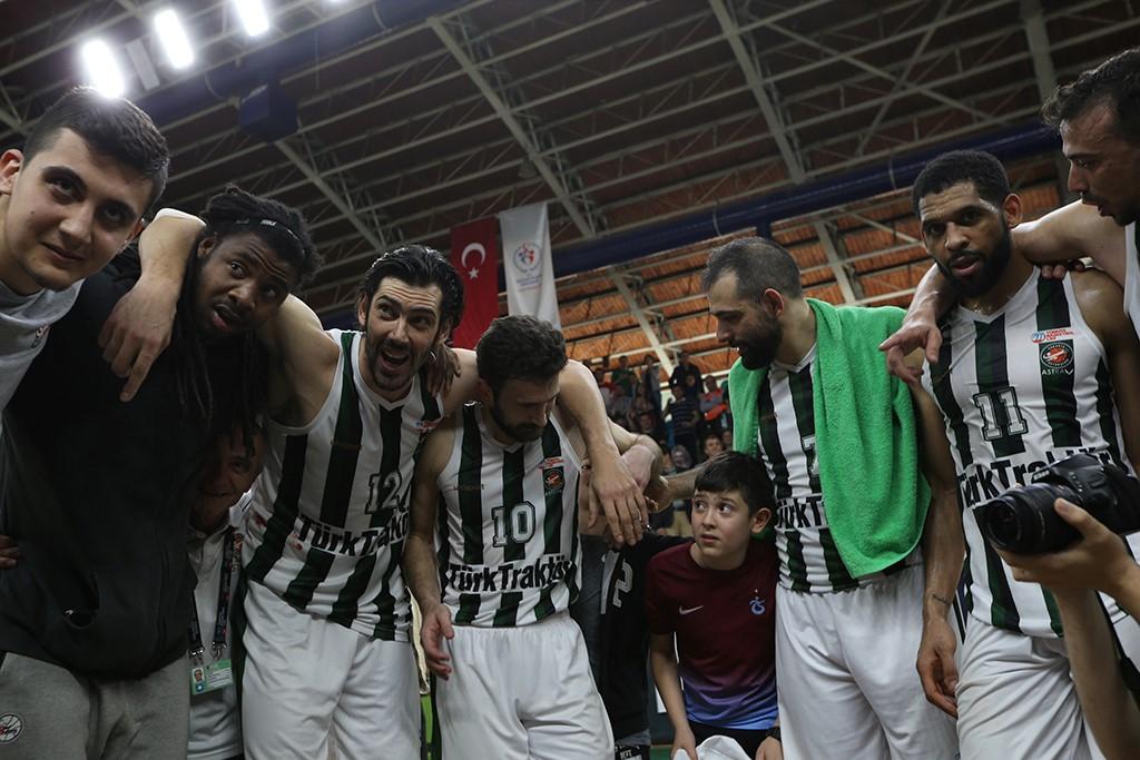 Büyükşehir Basket şampiyonluk kapısını araladı