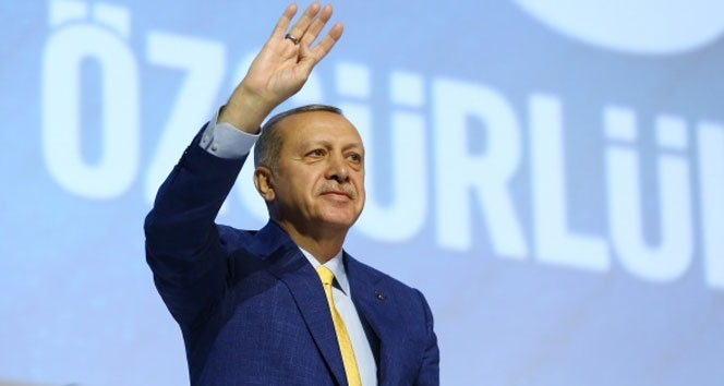 Cumhurbaşkanı Erdoğan yeniden kurucusu olduğu partinin başında