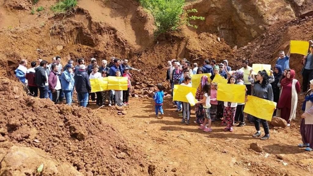 Maden ocağı önünde eylem: Atalarımızdan kalanı torunlarımıza bırakacağız!