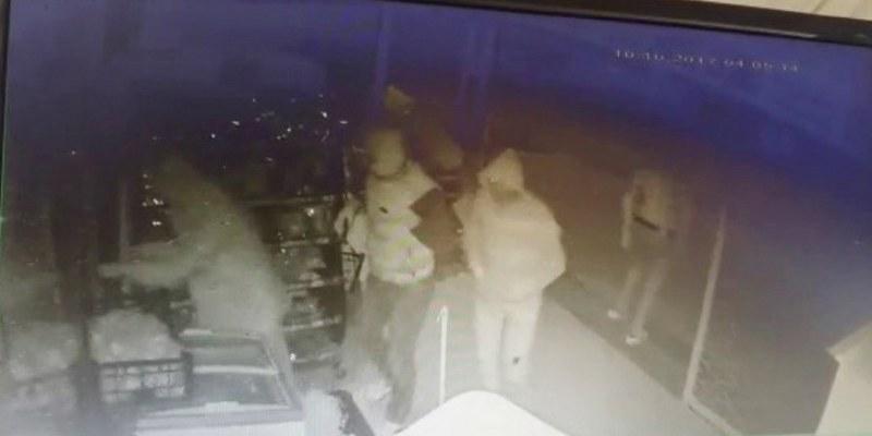 Maskeli hırsızlar sigaraları talan etti