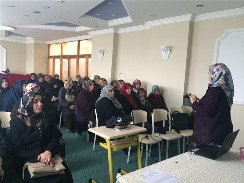 Kur'an kurslarında aile içi iletişim eğitimleri verildi