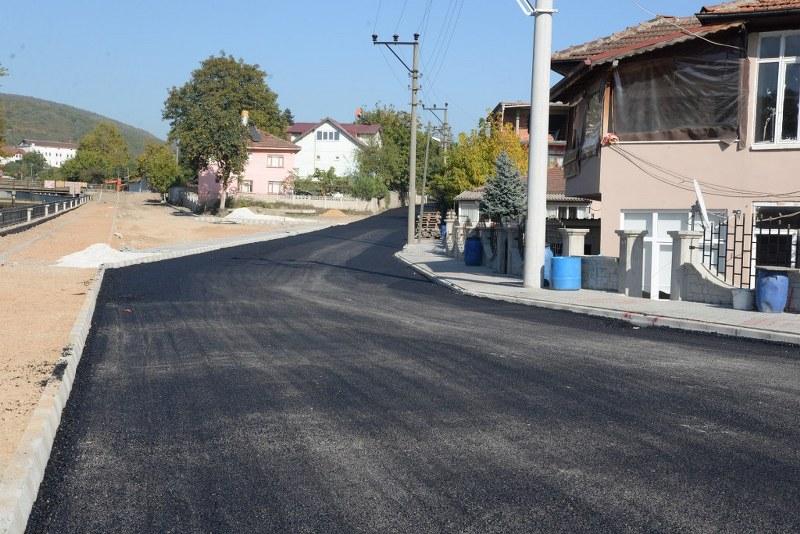 Hendek'te asfalt çalışmalarına devam
