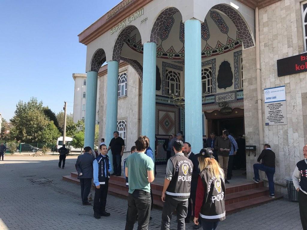 60 caminin önünde dilenci operasyonu