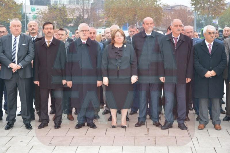 Öğretmenler Atatürk Anıtı'na çelenk sundu